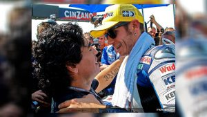 Maradona kust Valentino Rossi's gashand